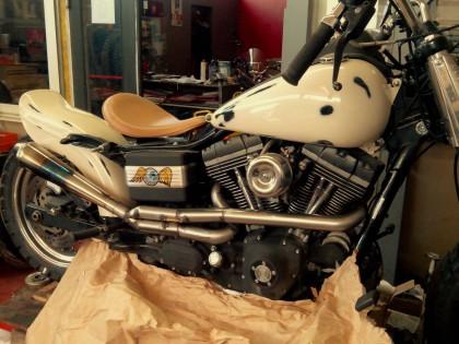 HARLEY DAVIDSON – DYNA STREET BOB - customisation - transformation à cuers dans le var 83 TRC MOTO